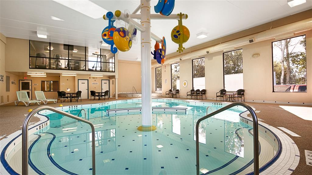 Best Western Plus Cobourg Inn & Convention Centre - Piscine intérieure et bain bouillonnant