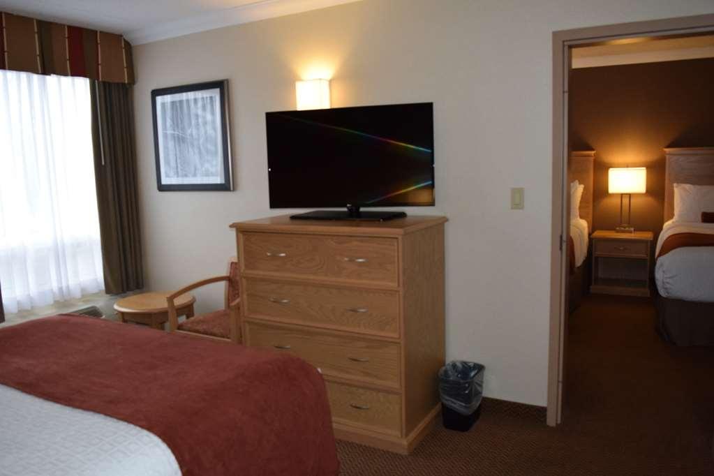Best Western Plus Cobourg Inn & Convention Centre - Second bedroom in 2 bedroom suite