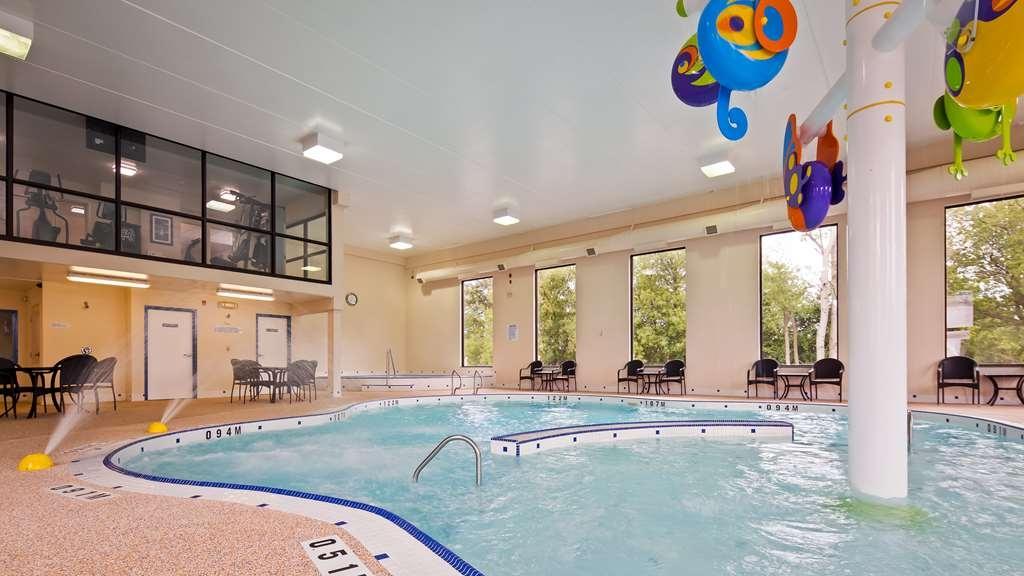 Best Western Plus Cobourg Inn & Convention Centre - Vista de la piscina