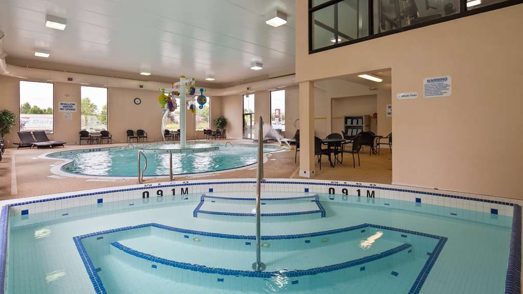 Best Western Plus Cobourg Inn & Convention Centre - Relax in our oversized Hot Tub