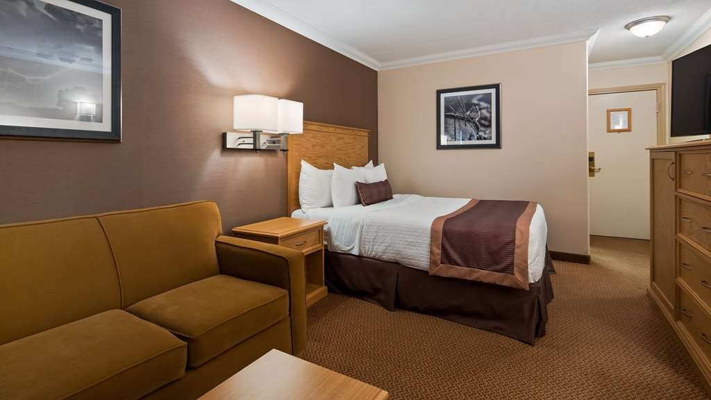 Best Western Plus Cobourg Inn & Convention Centre - 1 Queen Bed and a Queen pullout sofa bed