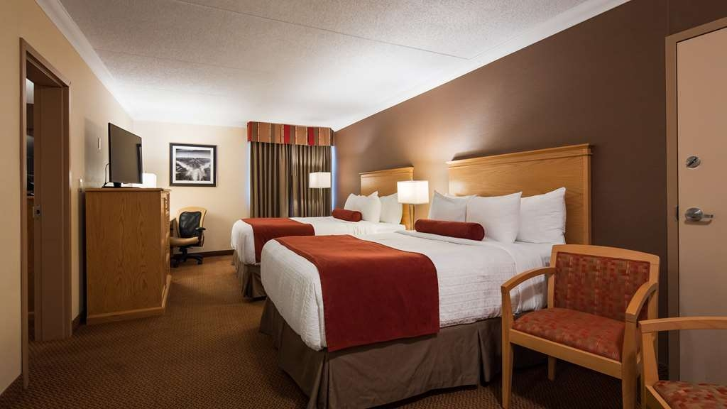 Best Western Plus Cobourg Inn & Convention Centre - Main Room with 2 Queen beds in a 2 Bedroom Suite