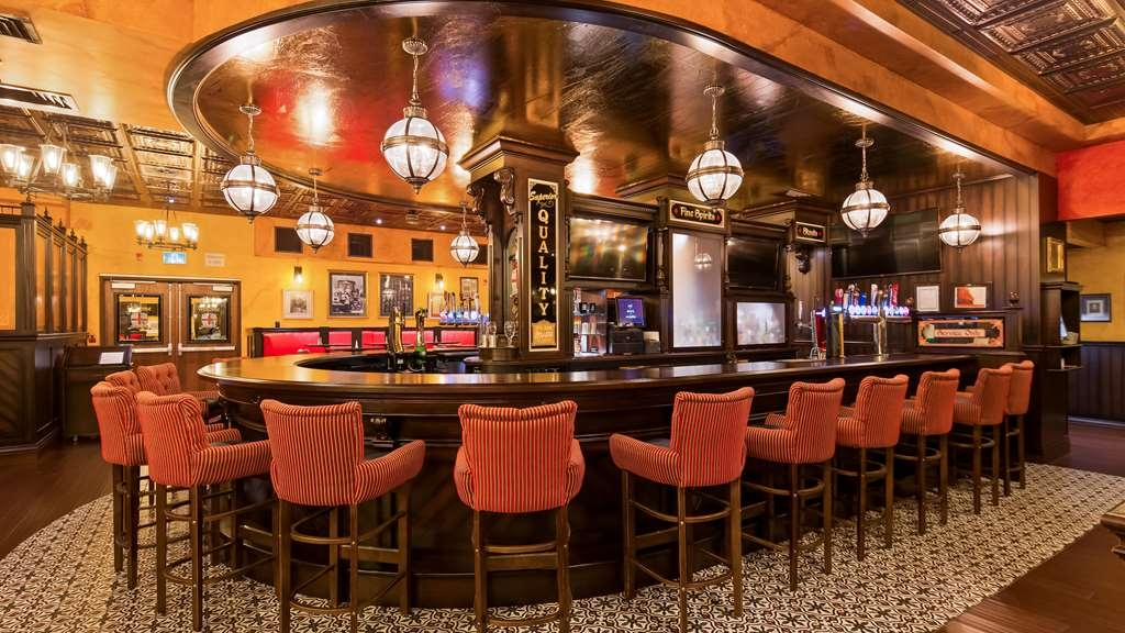 Best Western Plus Cobourg Inn & Convention Centre - Enjoy one of our many selections on tap in Arthur's Pub
