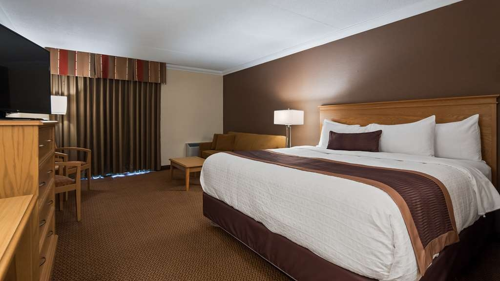 Best Western Plus Cobourg Inn & Convention Centre - King Room with a Queen pullout sofa bed