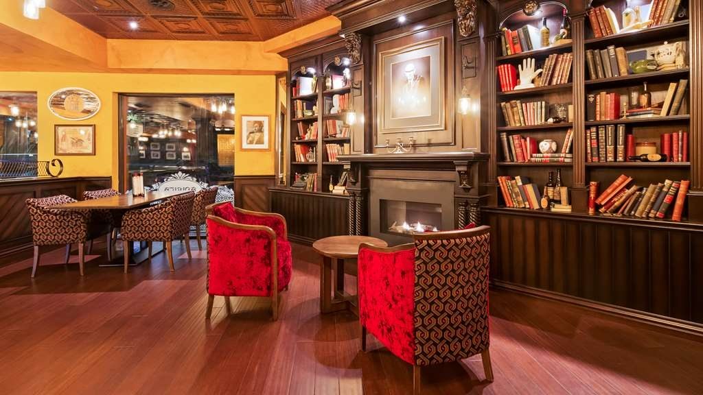 Best Western Plus Cobourg Inn & Convention Centre - Relax in Arthur's Pub