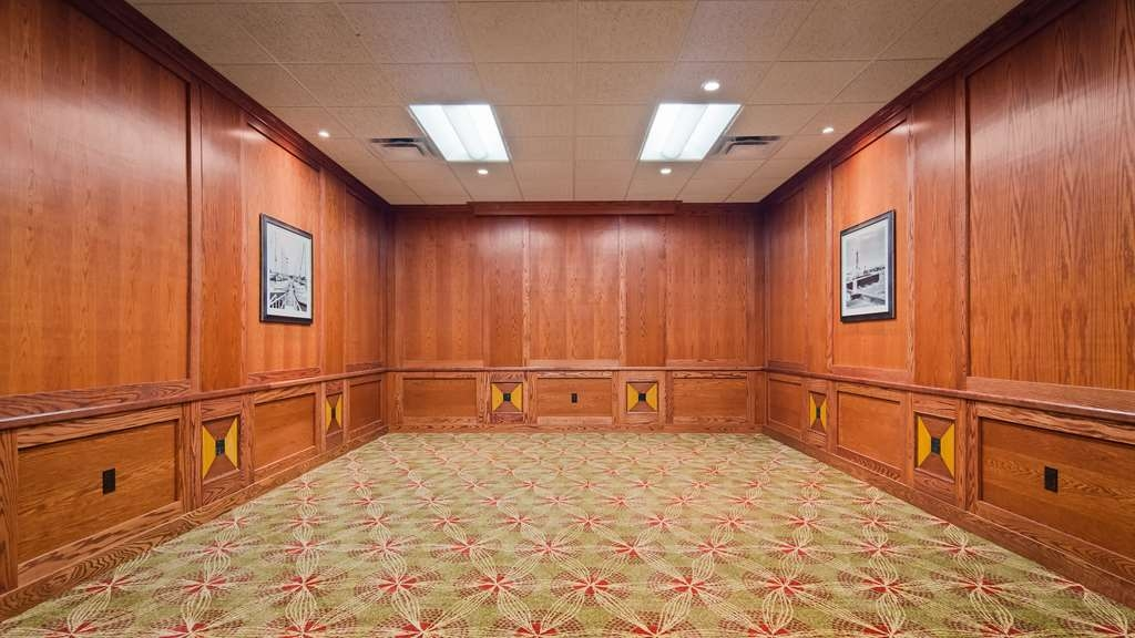 Best Western Plus Cobourg Inn & Convention Centre - Book a meeting in our Board Room
