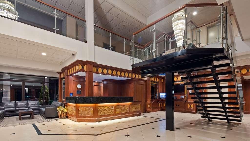 Best Western Plus Cobourg Inn & Convention Centre - Hotel Lobby