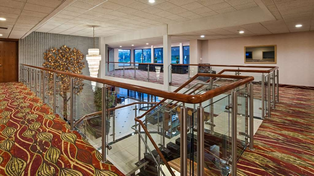 Best Western Plus Cobourg Inn & Convention Centre - Vista del vestíbulo