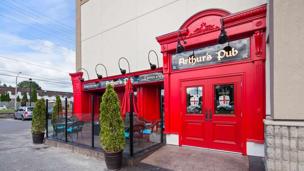 Best Western Plus Cobourg Inn & Convention Centre - Enjoy a pint and live entertainment in Arthur's Pub