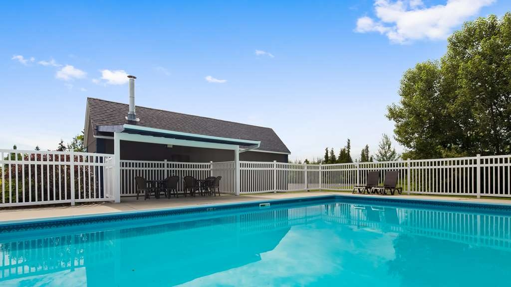 Best Western Smiths Falls Hotel - Outdoor Pool