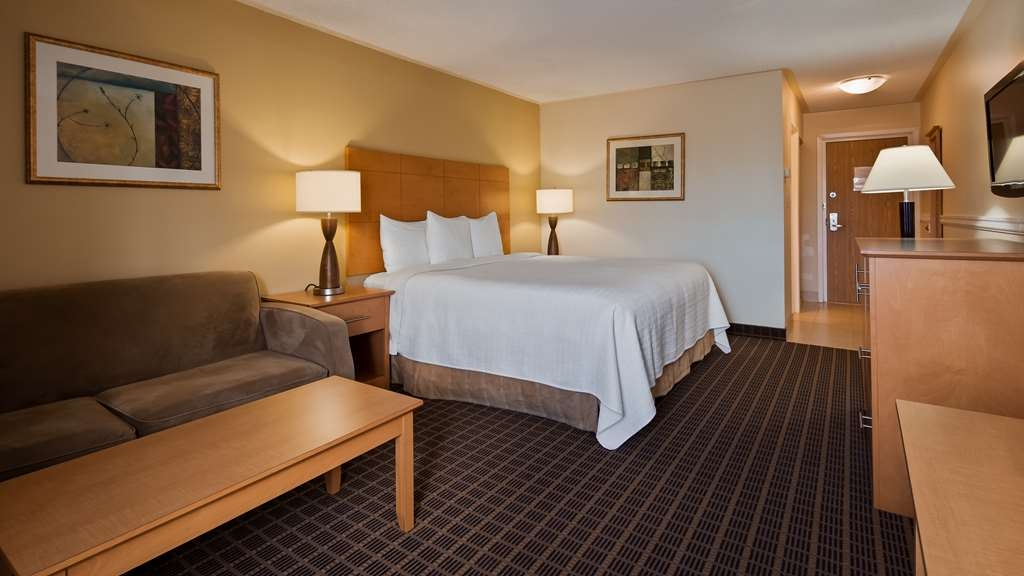 Best Western Smiths Falls Hotel - Upgraded King Room with a few upgraded amenities