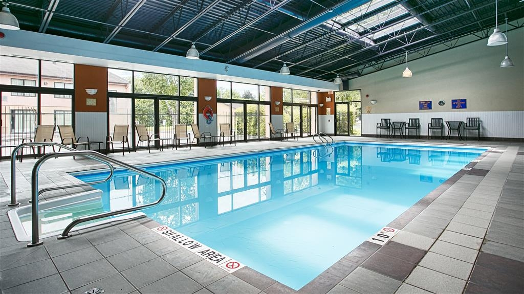 Best Western Plus Ottawa Kanata Hotel & Conference Centre - Piscine