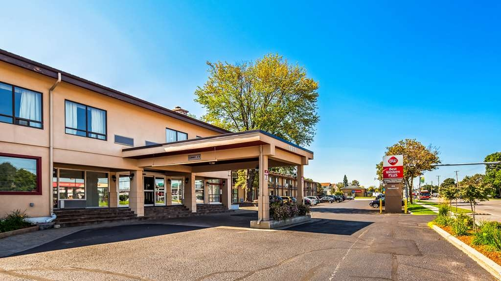 Best Western Plus Ottawa Kanata Hotel & Conference Centre - Facciata dell'albergo