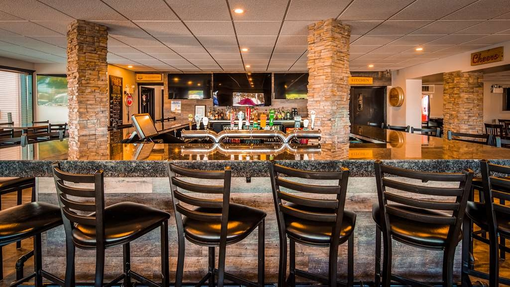 Best Western Plus Ottawa Kanata Hotel & Conference Centre - Bar / Lounge