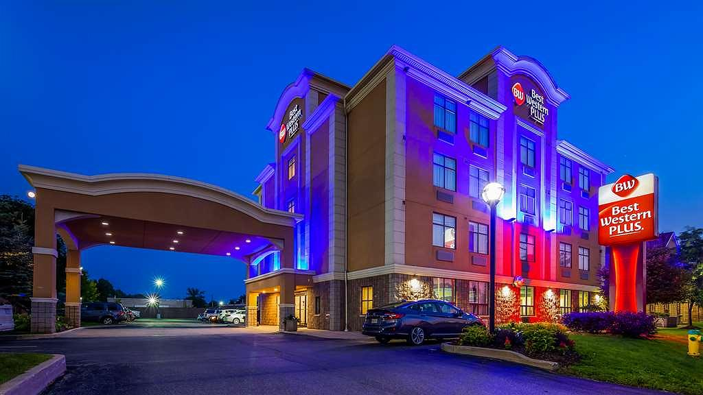 Best Western Plus Barrie - Welcome to the Best Western Plus Barrie! Free wi-fi, microwave & mini-fridge in all rooms and suites. Free Grab N Go breakfast bags with little extras. Kitchenette rooms and suites! Join Best Western Rewards and earn points towards a free night. Points never expire!