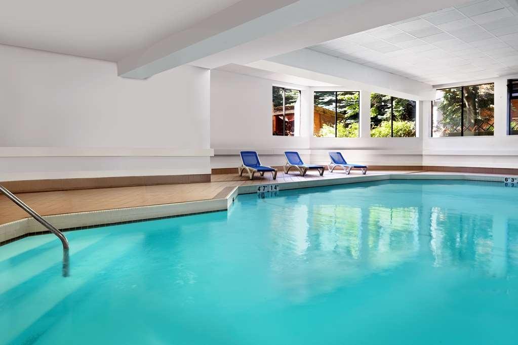 Best Western Parkway Hotel Toronto North - Vue de la piscine
