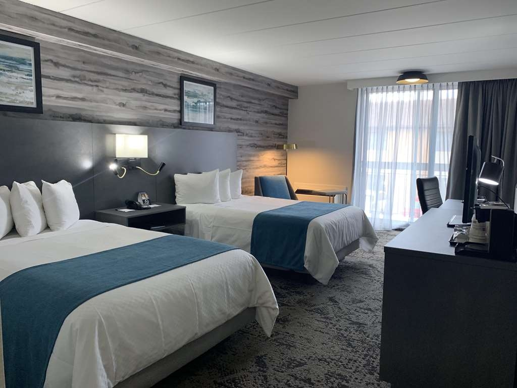 Best Western Parkway Hotel Toronto North - Newly rejuvenated double beds guest room, featuring modern bathroom, microwave, mini-fridge and private balcony
