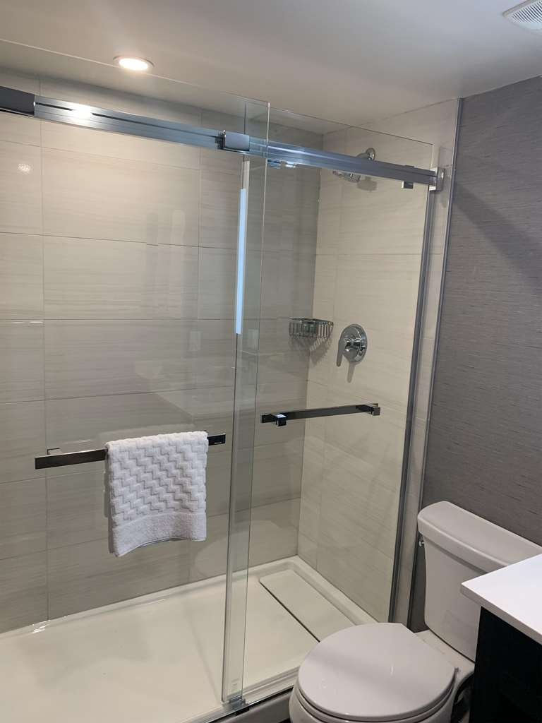 Best Western Parkway Hotel Toronto North - Newly rejuvenated guest room bathroom. Glass stand-up shower.