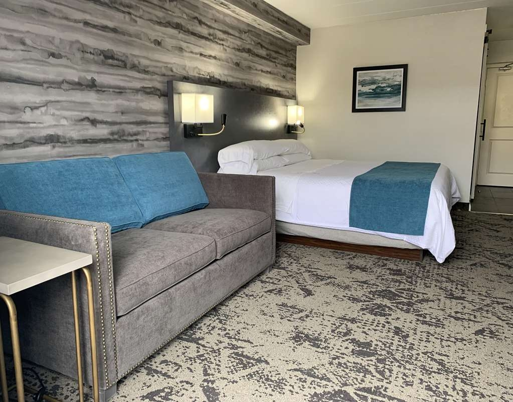 Best Western Parkway Hotel Toronto North - Featuring modern touches and a pull-out sofa bed! Newly rejuvenated guest rooms.