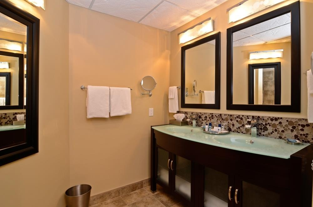 Best Western Plus NorWester Hotel & Conference Centre - Enjoy getting ready for a day of adventure in this fully equipped Spa Suite bathroom.