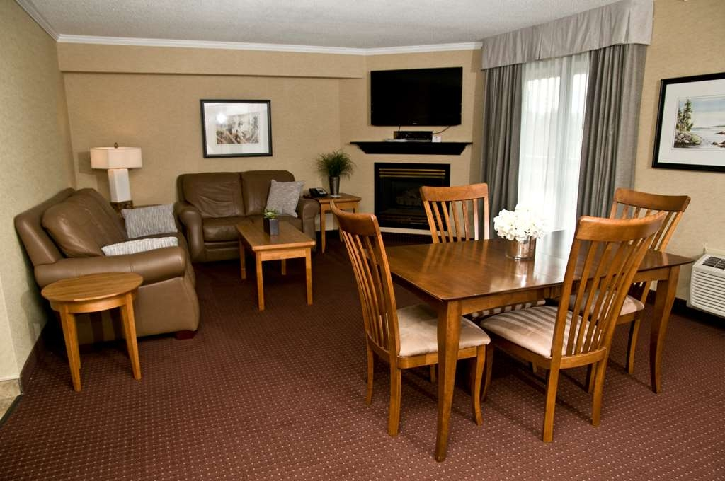 Best Western Plus NorWester Hotel & Conference Centre - Spa Suite Living Area