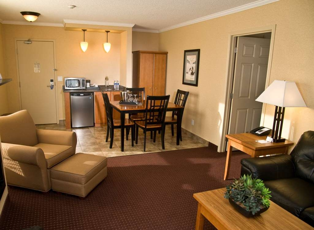Best Western Plus NorWester Hotel & Conference Centre - Air Jet Tub Spa Suite Living Area