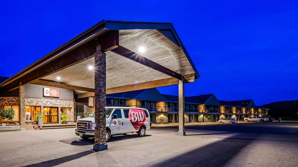 Best Western Plus NorWester Hotel & Conference Centre - Hotel Exterior