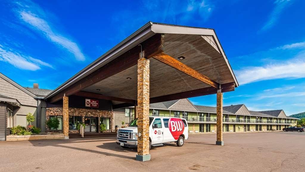 Best Western Plus NorWester Hotel & Conference Centre - Außenansicht
