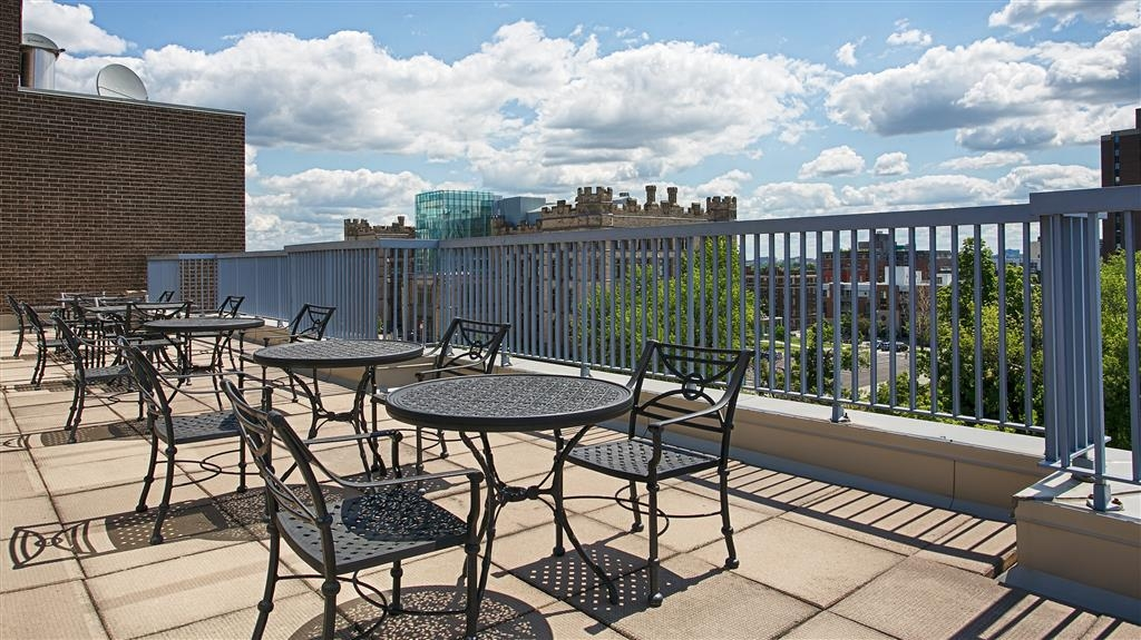 Best Western Plus Ottawa Downtown Suites - Accessible for guests hosting meetings in the Penthouse Salon, weather permitting.