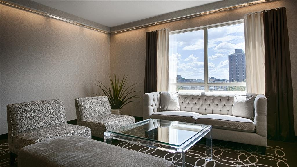 Best Western Plus Ottawa Downtown Suites - Lounge area with natural lighting.