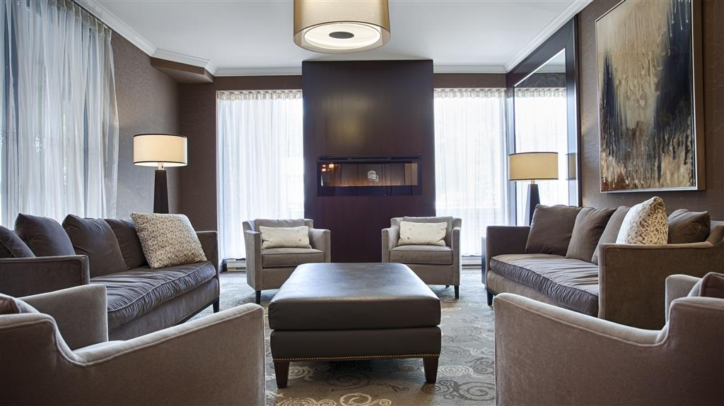 Best Western Plus Ottawa Downtown Suites - Quiet seating area offering natural lighting. Complimentary Wi-Fi available for registered guests in all common areas.