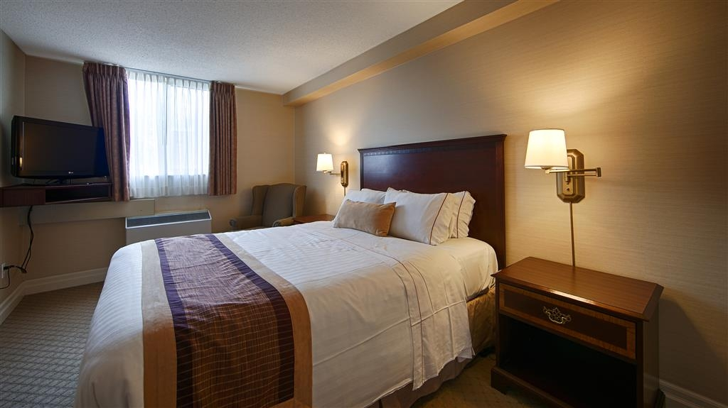 Best Western Plus Ottawa Downtown Suites - Queen size bed, working desk area, cordless phone and kitchenette with microwave, single serve coffee maker, mini refrigerator and dinnerware.