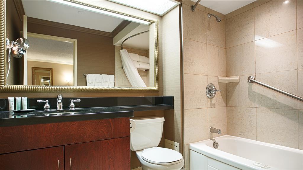 Best Western Plus Ottawa Downtown Suites - Guest Bathroom