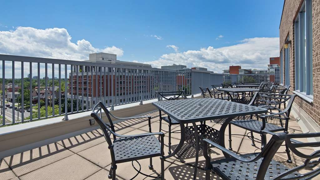 Best Western Plus Ottawa Downtown Suites - Hotel Patio