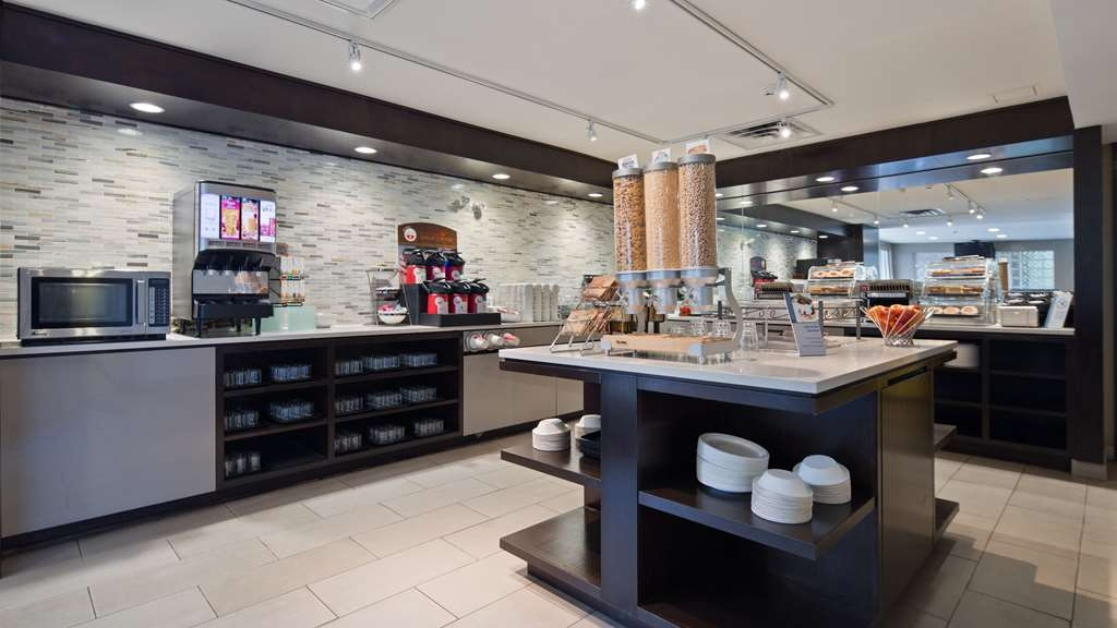 Best Western Plus Ottawa Downtown Suites - Breakfast Bar