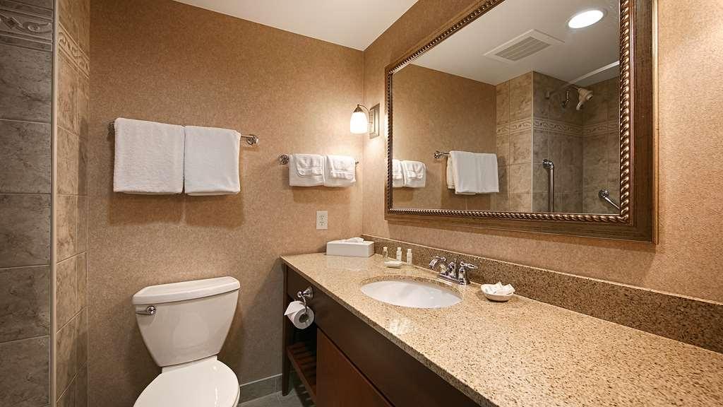 Best Western Plus Otonabee Inn - Guest Bathroom