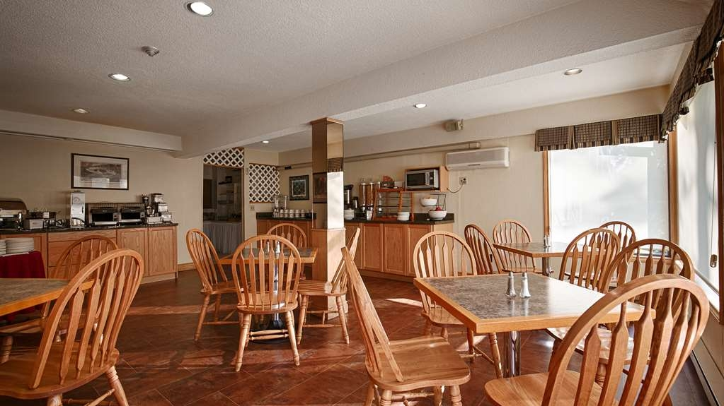 Best Western Plus Otonabee Inn - Enjoy the most important meal of the day in our breakfast area.