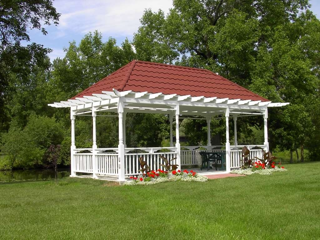 Best Western Plus Otonabee Inn - The Gazebo is a popular gathering place for guests - Often used for summer weddings!