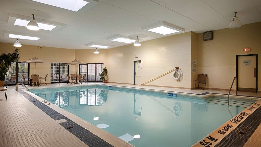 Best Western Plus Otonabee Inn - Take a refreshing dip or swim some laps in our indoor pool.