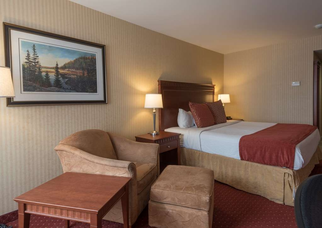 Best Western Plus Otonabee Inn - Enjoy modern amenities such as flat screen TVs & hospitality centers in our executive king rooms.