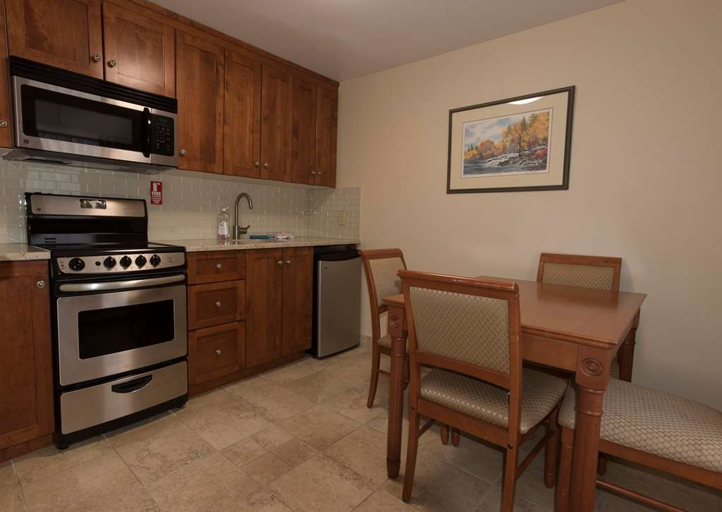 Best Western Plus Otonabee Inn - Kitchenette Room with 2 Double Beds with Riverview