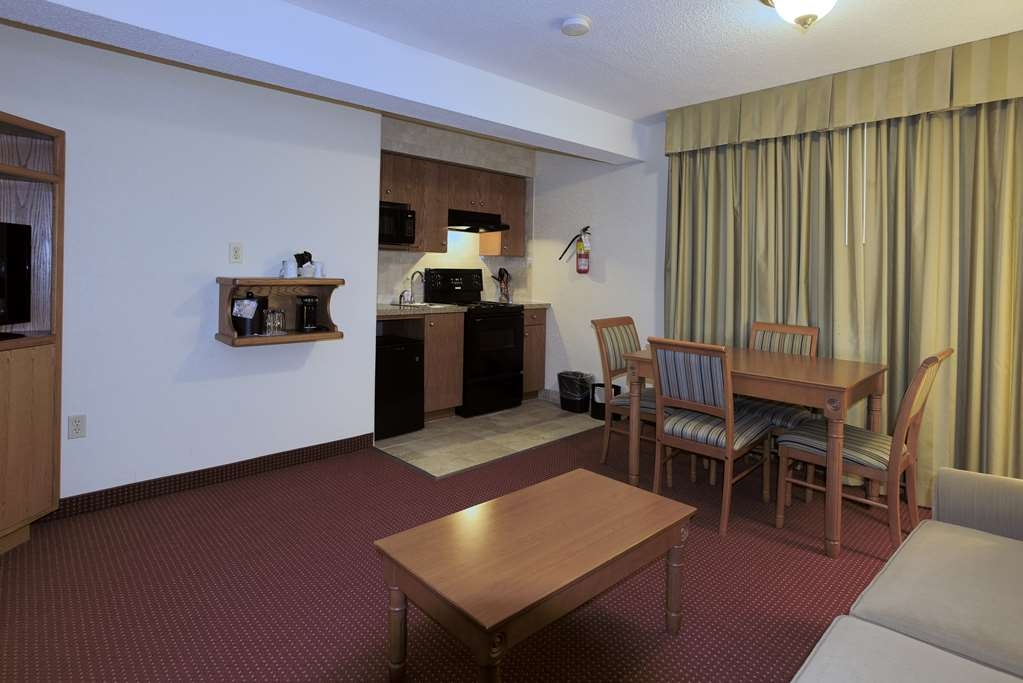 Best Western Plus Otonabee Inn - Efficiency Suite with Kitchenette 1 Queen Bed with 1 Double Sofa Bed
