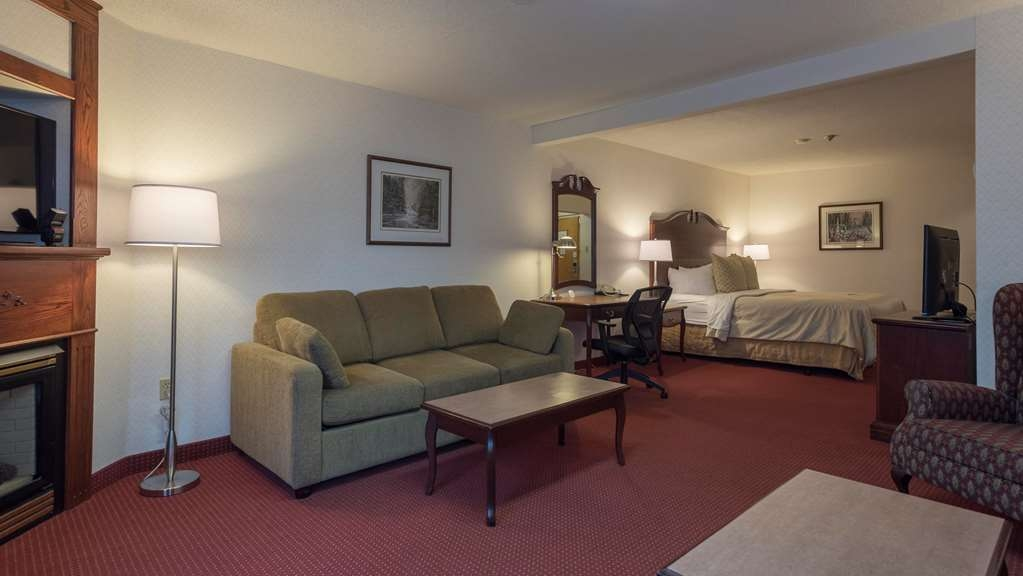 Best Western Plus Otonabee Inn - Deluxe King Room with cozy fireplace & sofa bed
