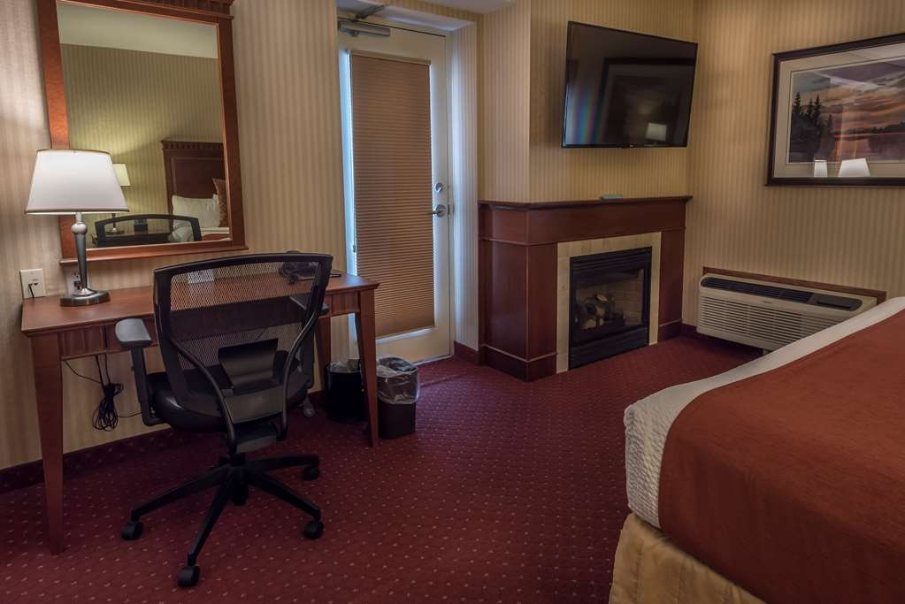 Best Western Plus Otonabee Inn - Spa Suite 1 King Bed, whirlpool tub and cozy fireplace