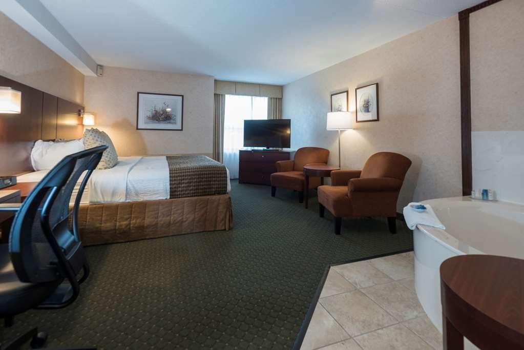 Best Western Plus Otonabee Inn - Spa Suite 1 King Bed with whirlpool tub