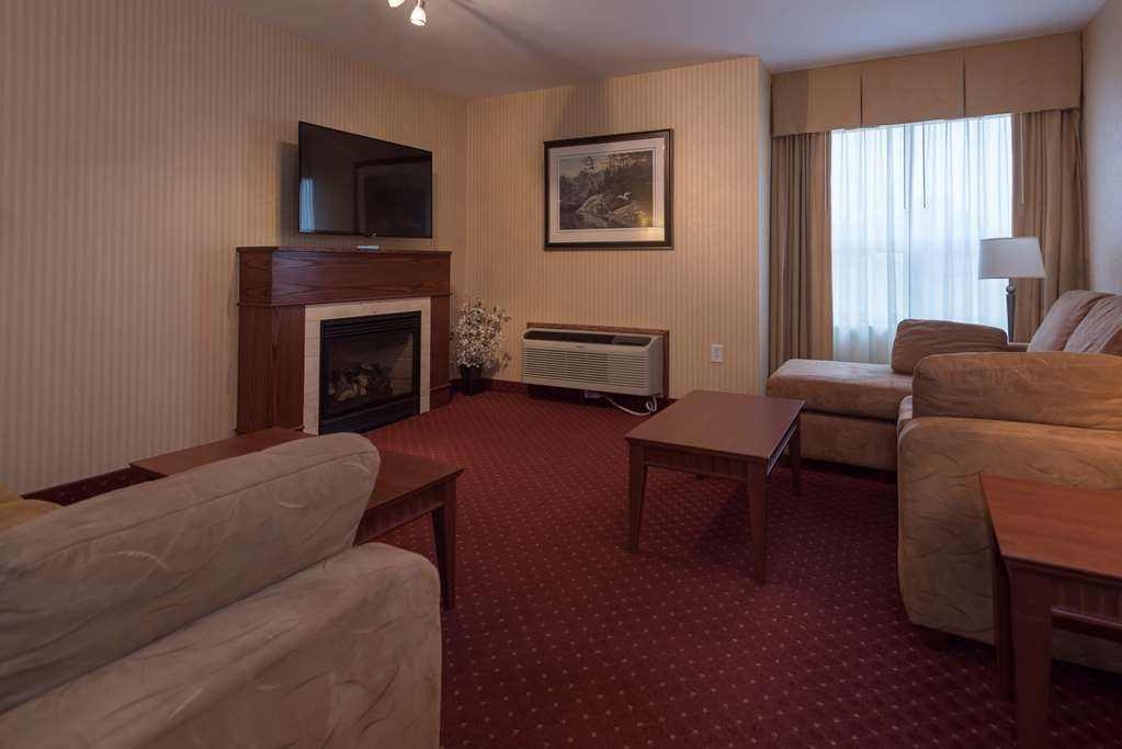 Best Western Plus Otonabee Inn - Parlour suite with separate bedroom with king size bed, cozy fireplace & sofa bed