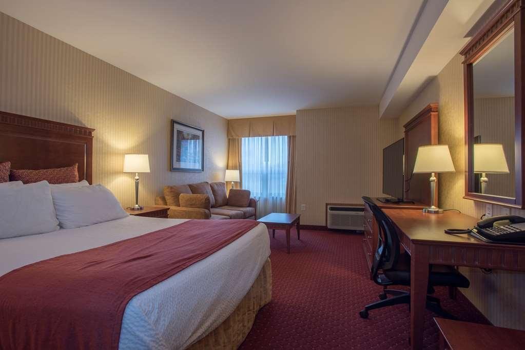 Best Western Plus Otonabee Inn - Deluxe 1 Queen Bed