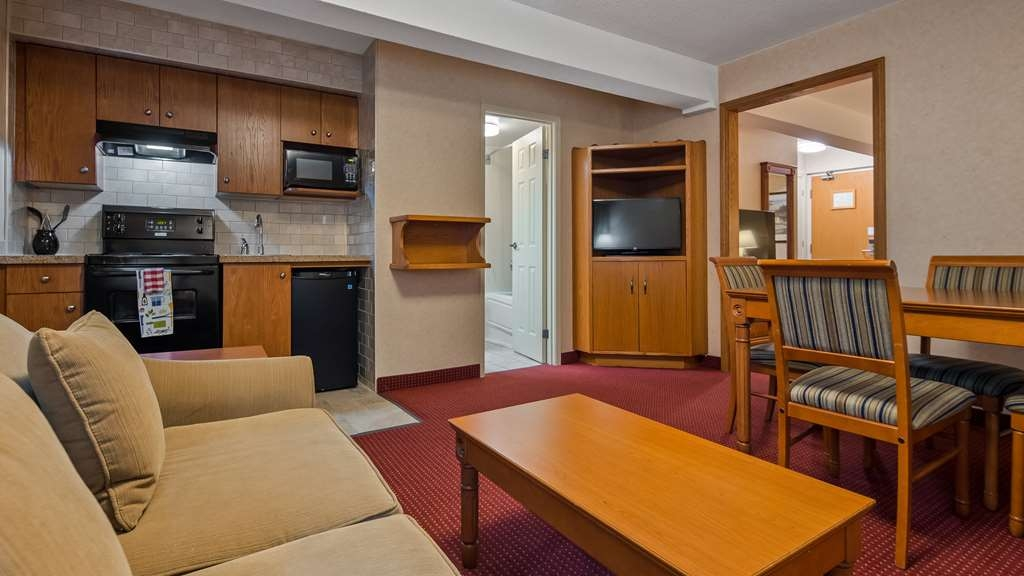 Best Western Plus Otonabee Inn - At the end of a long day, relax in our clean, fresh guest rooms.