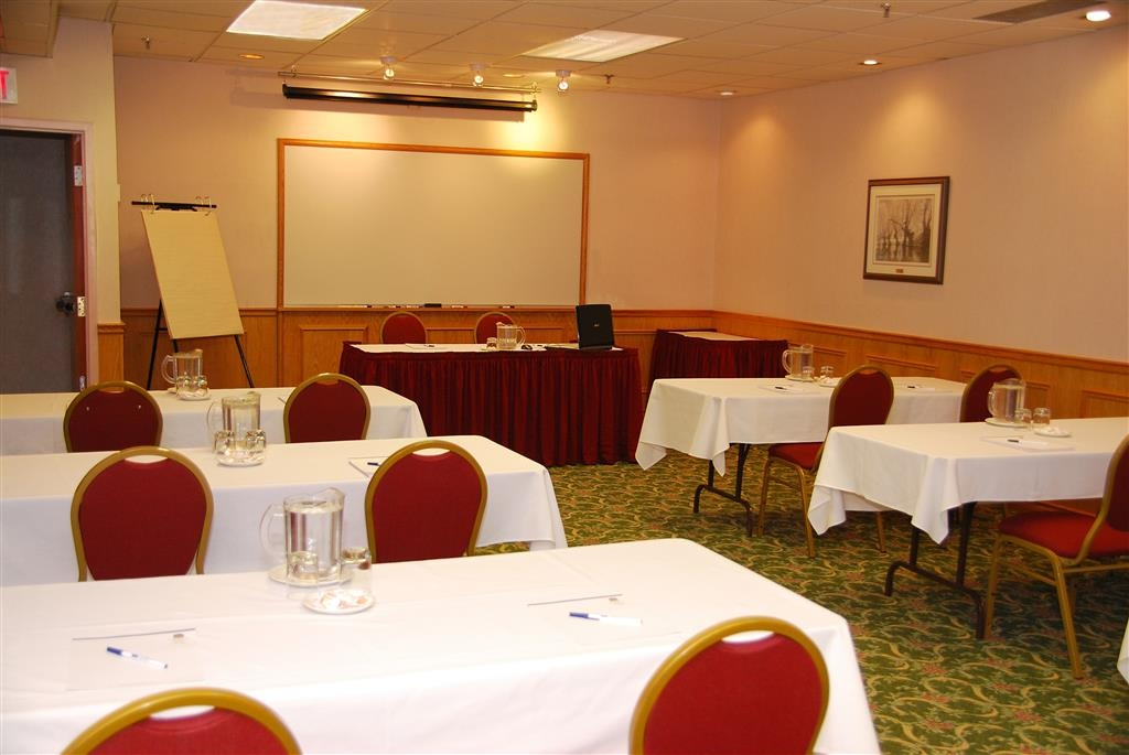 Best Western Voyageur Place Hotel - The Ontario Room is excellent for small to medium conferences, meetings, holiday parties or dinner parties. Maximum Capacity is 60.