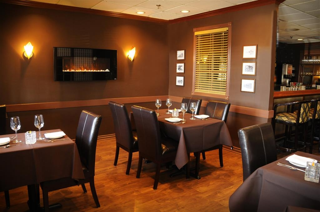 Best Western Voyageur Place Hotel - Buttery Lounge is a superb location to enjoy a quiet meal with friends and family.